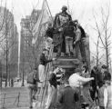 """Muhlenberg College students wash statue of founder"""